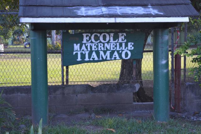 L'école de Tiama'o est un site magnifique, un écrin de verdure sur près de deux hectares, mais elle est construite sur un  terrain privé, loué depuis 37 ans par la mairie.