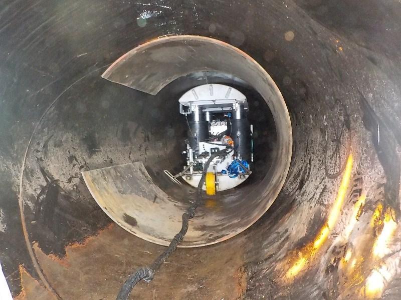 Ce robot a aidé à réparer le barrage. Là, des renforts ont été placés après que le robot ait remis en forme une canalisation effondrée.