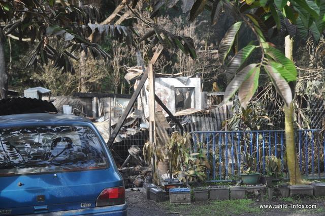 À cet endroit, se trouvaient 2 maisons à louer. Tout a été détruit par les flammes. Le propriétaire devrait se rapprocher de son assurance pour évaluer le coût du sinistre.