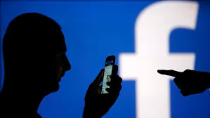 """Facebook doit identifier un utilisateur responsable de """"porno vengeur"""""""
