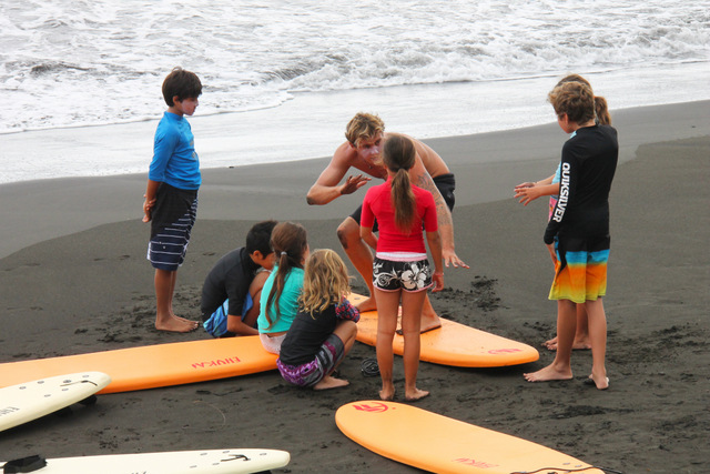 """"""" Le surf nécessite une pratique régulière afin de voir les premiers progrès."""""""