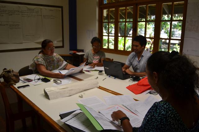 Une séance de travail avec des élus de la commune de Papara pour préparer le contrat de ville.