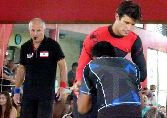 Jonathan Biarez, en rouge, fut médaillé de bronze aux derniers Océanias