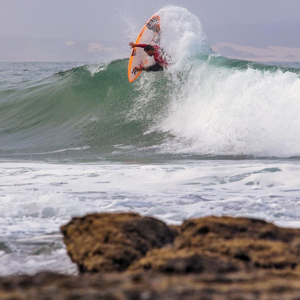 Surf Pro – Championnat du monde : Michel Bourez démarre J-Bay en force.