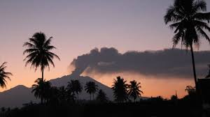 Eruption volcanique en Indonésie: l'aéroport de Bali fermé quelques heures