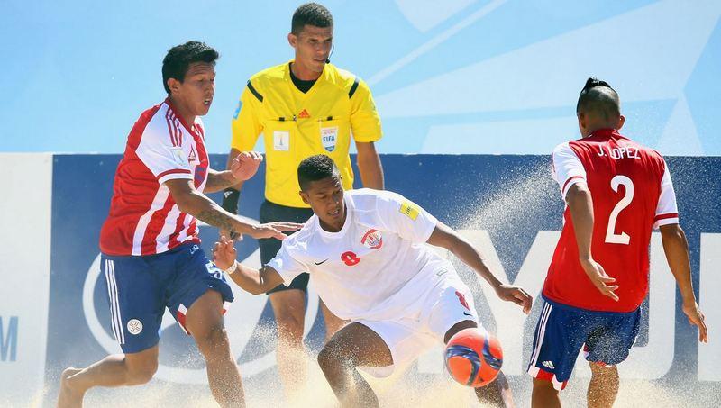 Heiarii Tavanae des Tiki Toa à la lutte contre l'équipe du Paraguay (photo : FIFA)