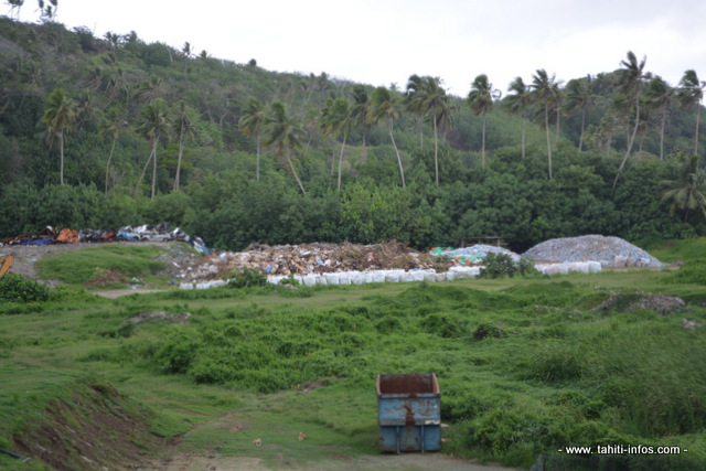 En dehors de l'île de Tahiti, de Bora Bora et de Tubuai, il n'existe pas, en Polynésie française, d'autres centres d'enfouissement des déchets ménagers qui répondent aux normes.