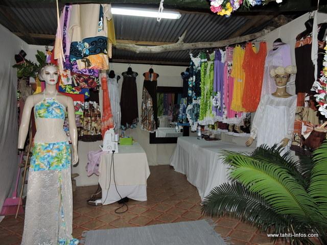 Une exposition de divers produits artisanaux est également installée sur le site de HItimahana.