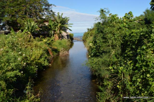 Sur toute la partie en aval de la rivière et jusqu'à son embouchure, le projet d'aménagement prévoit de canaliser par un ouvrage en béton le lit de la Tiapa.