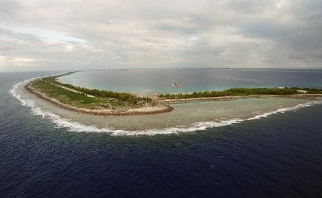 Vue aérienne datée du 6 juin 2000 de l'atoll de Fangataufa. (Photo : AFP)