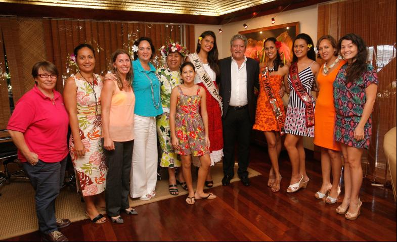 Miss Tahiti 2015 reçue par le ministre du Tourisme