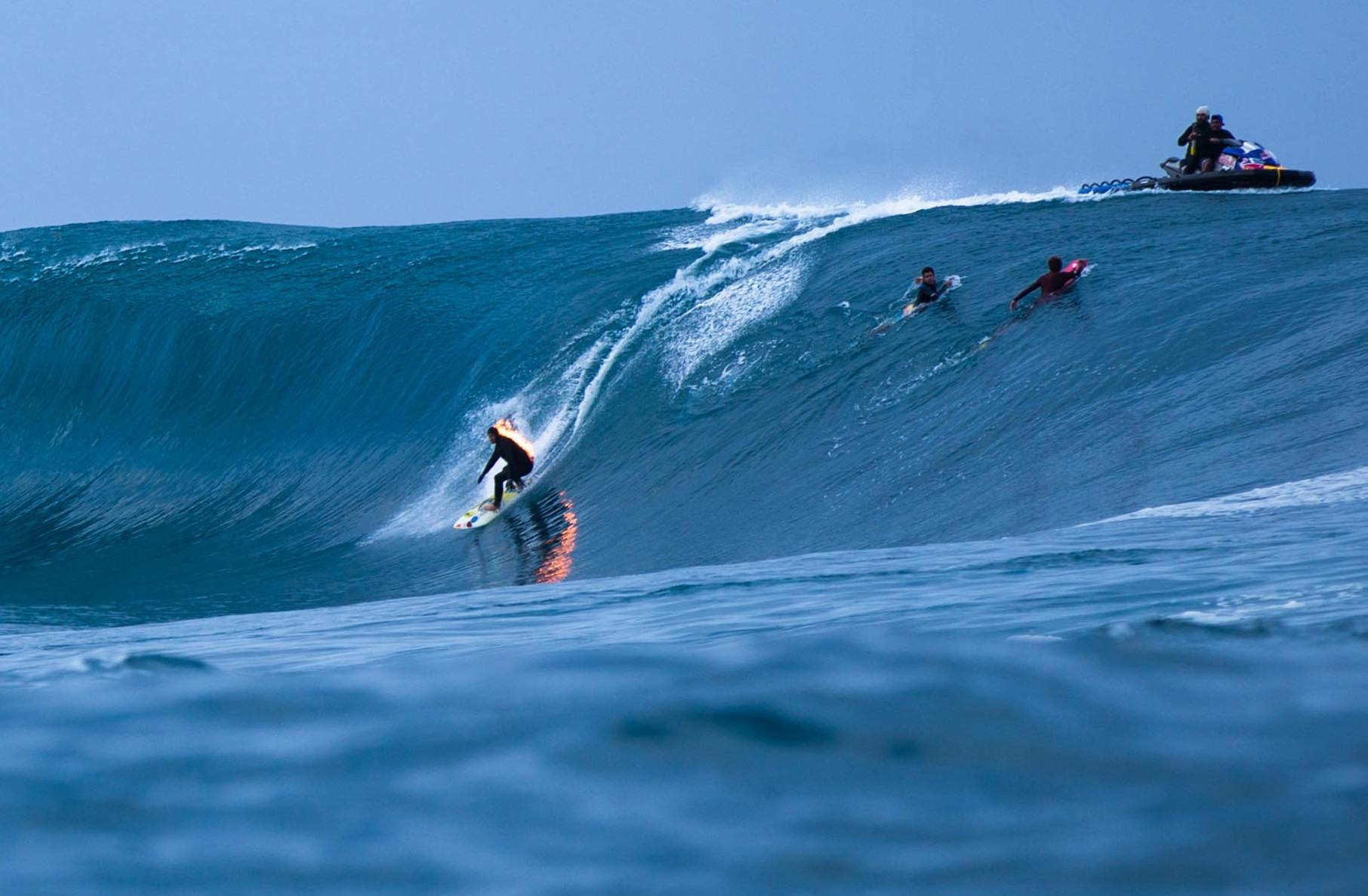 Jamie O'Brian le Hawaiien a pris la vague 'on fire' © Oliver Emsallem