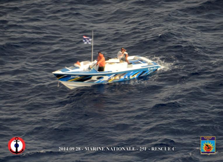 Un précédant poti marara qui est resté à la dérive pendant 3 jours, en septembre 2014. Ils n'avaient pas de radio… (Photo : Marine nationale)