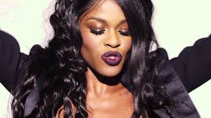 "La rappeuse Azealia Banks critique un public ""horrible"" en Australie"