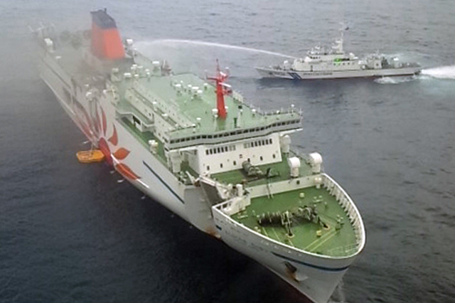Japon: les secours à bord d'un ferry en feu pour retrouver un membre d'équipage