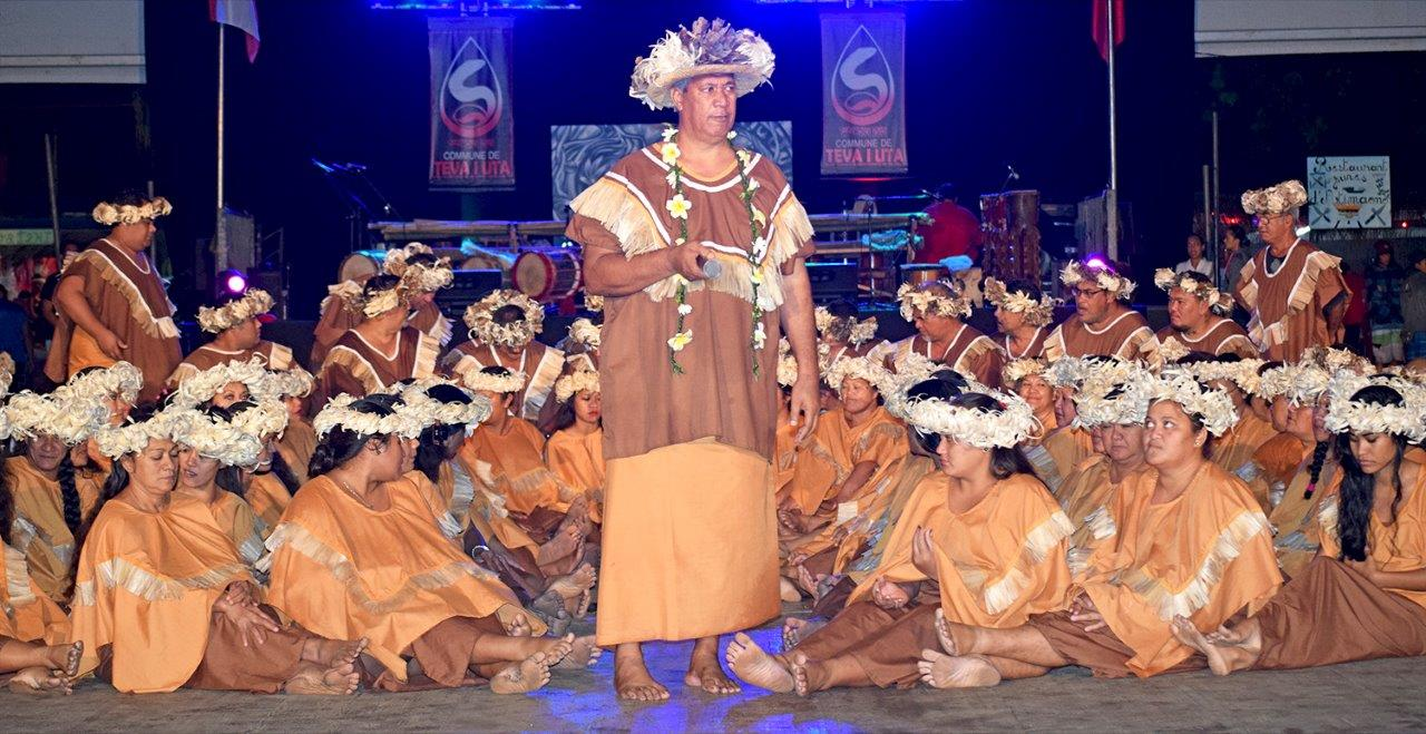 Tamarii Mataiea en chant a remporté le premier prix au Heiva i Tahiti 2015, en catégorie Tarava Tahiti.