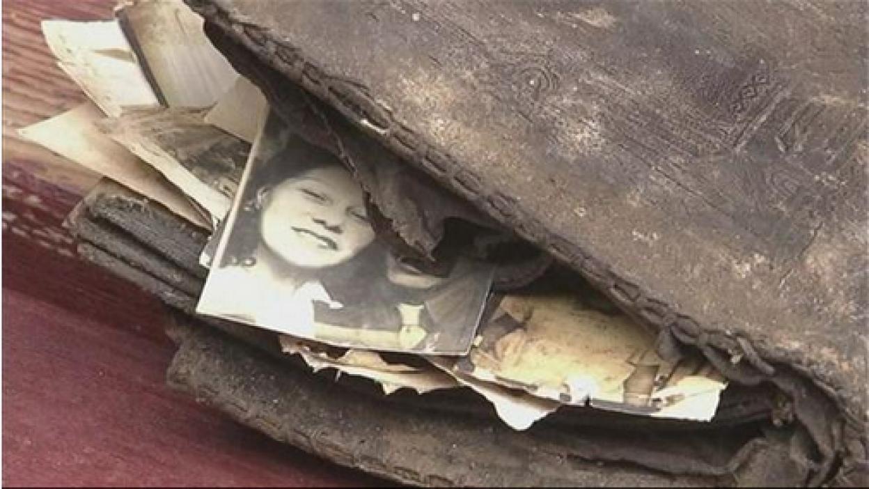 Une photo de ce portefeuille rendu à son propriétaire 70 années plus tard - © ABC News