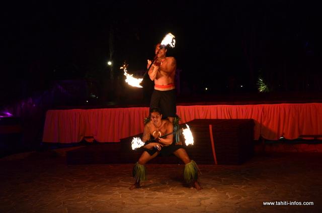 """L'école de danse de feu """"Te Tama Ahi"""" ouvrira les soirées avec de magnifiques prestations"""