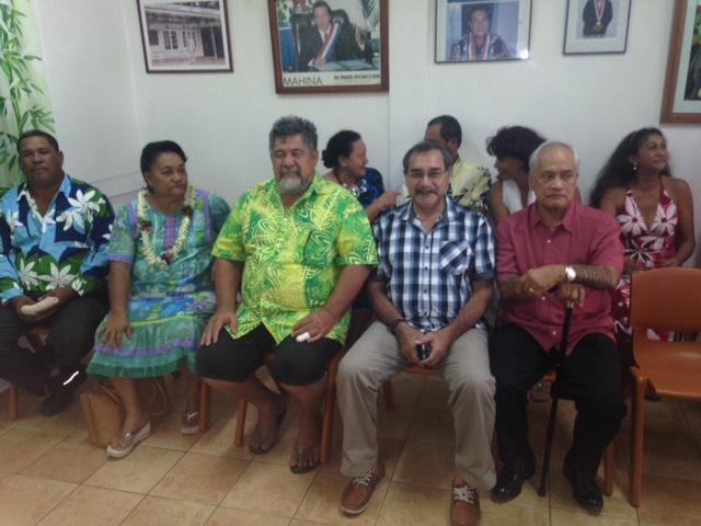 Patrice Jamet, en compagnie d'Angélo Frébault, président du CESC, et de Georges Peni. Une soixante de personnalités ont été invitées à la séance du conseil municipal pour l'élection du nouveau maire de Mahina.