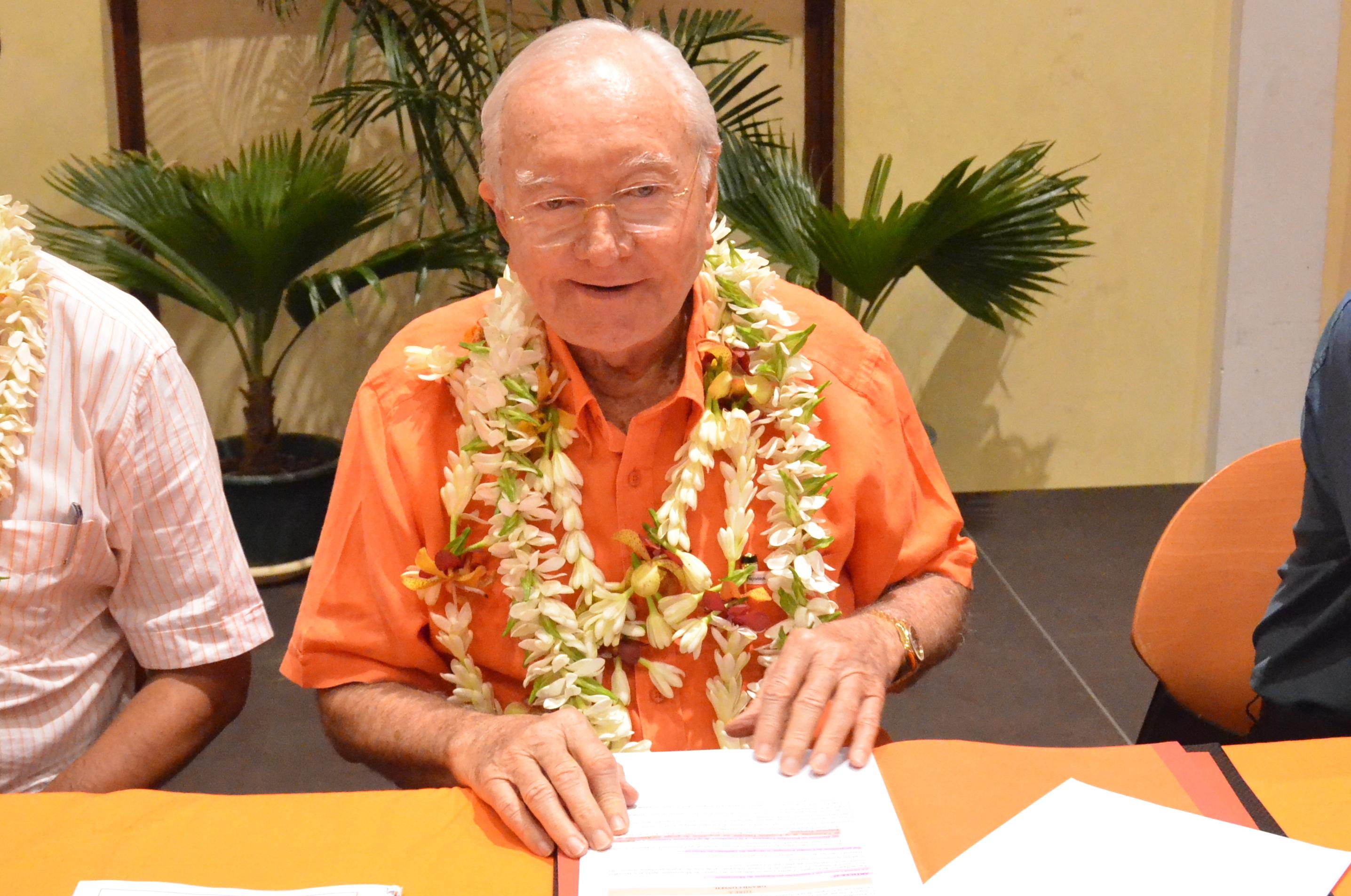 Gaston Flosse annonce dorénavant que le prochain congrès du Tahoera'a Huira'atira se tiendra à Papara, le 26 novembre.
