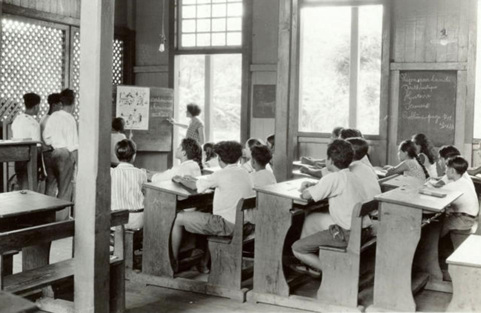 Classe de garçon à l'école centrale de Papeete vers 1950