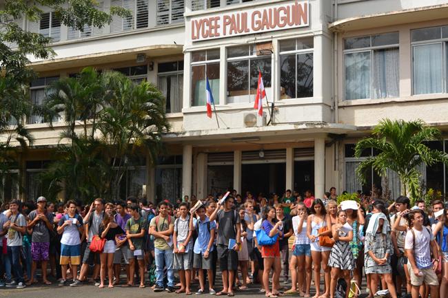 Les 1360 élèves du lycée Gauguin étaient réunis dans la cour de l'établissement vendredi en fin de matinée pour l'inauguration officielle du nouvel internat.