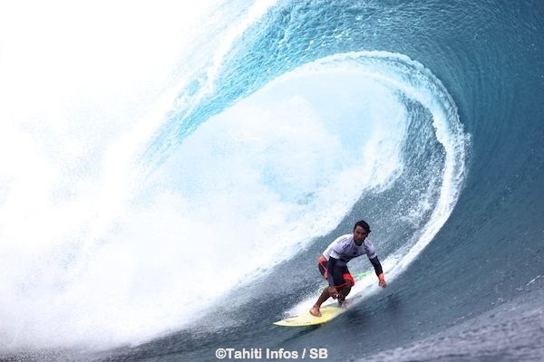 Bruno Santos, que Taumata Puhetini avait battu en finale des Trials, a éliminé Adriano De Souza, son compatriote n°1 mondial.
