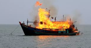 Pêche illégale: l'Indonésie coule 38 bateaux après les avoir fait exploser