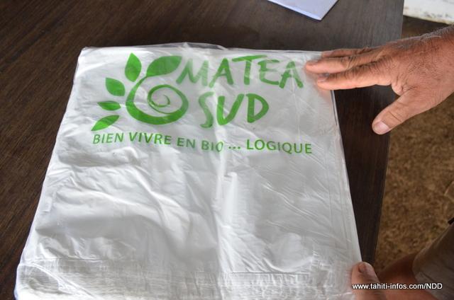 Les paniers bio sont livrés dans ce sac