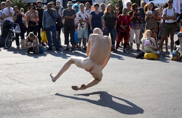 Un festival de nudité dans le bastion de l'horlogerie suisse