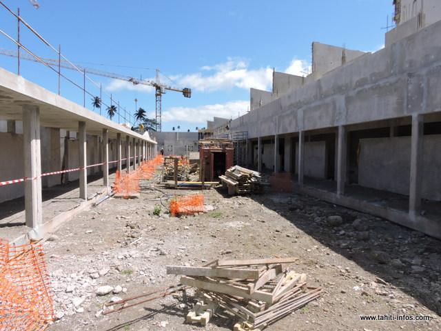 Le gros œuvre est quasi terminé, 6 300 m² de bâtiments ont été construits dont 4 400 m²  pour les salles de cours.