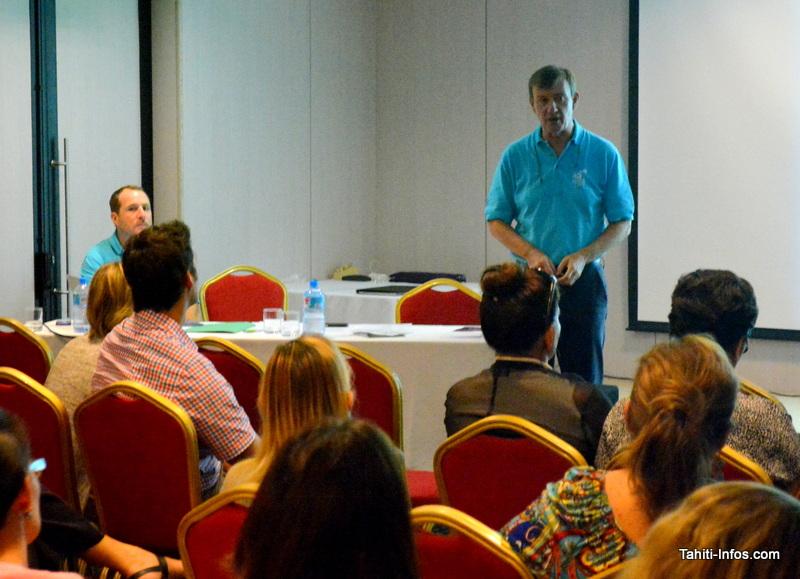 Une assemblée de patrons et de cadres qui aime entendre parler des nouvelles formes d'organisation et de management.