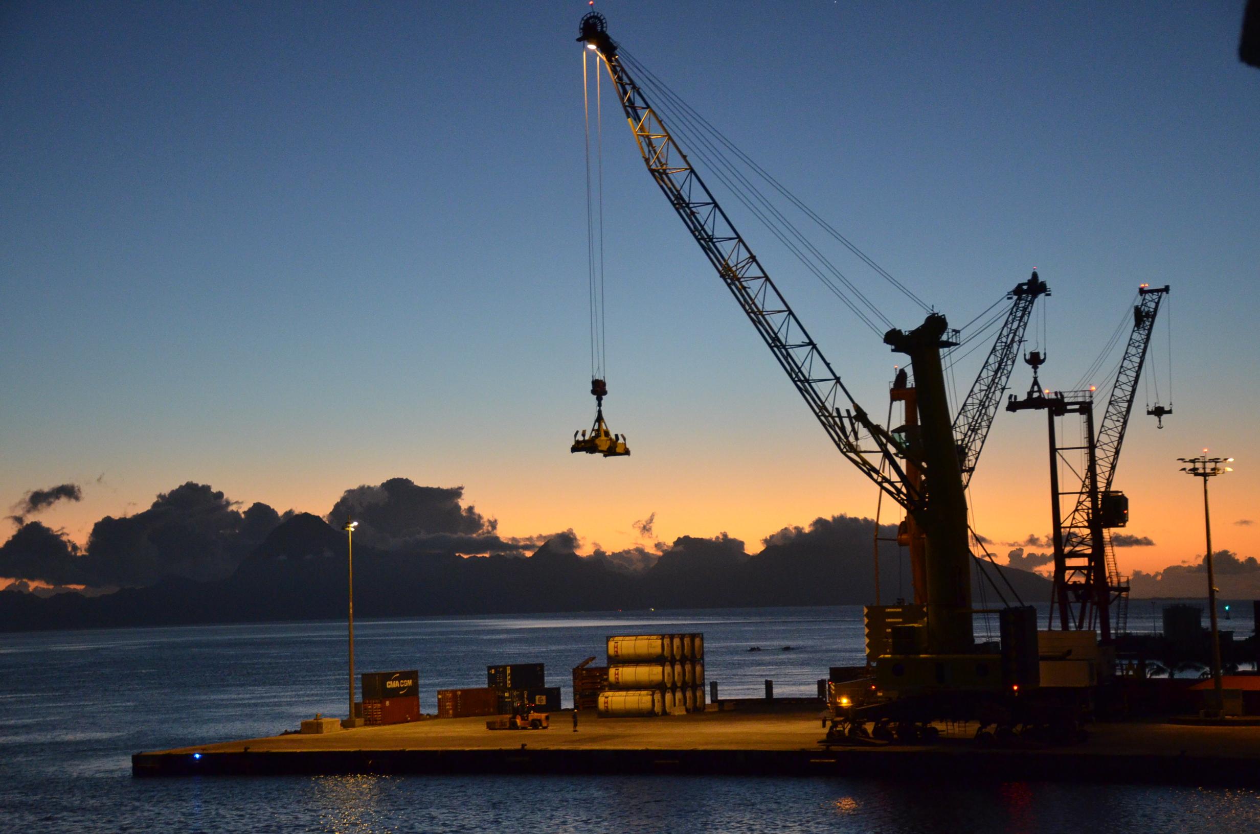 Le crépuscule au port de Papeete