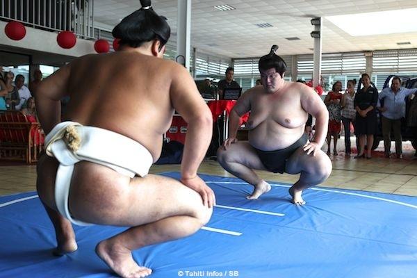 Senshuyama, 1m77 pour 128 kg et Kumago, 1m85 pour 156kg.