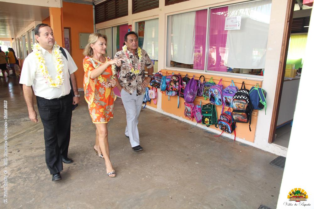 Le maire de Papeete visite les chantiers dans les établissements scolaires communaux.