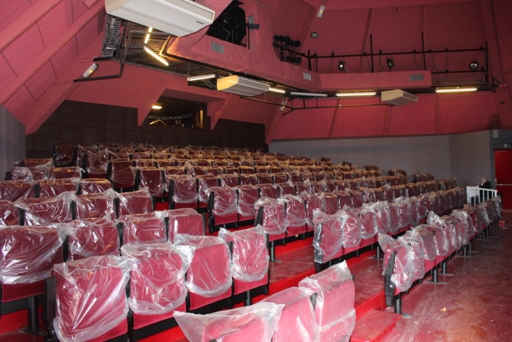 Construit en 1970, le Petit Théâtre vient d'être livré au terme de deux mois de travaux financés par la Maison de la Culture, bien souvent sur fonds propres, pour un montant total de 23 500 000 Fcfp afin d'offrir aux professionnels comme au public des lieux d'accueil de qualité. (Photo : TFTN)