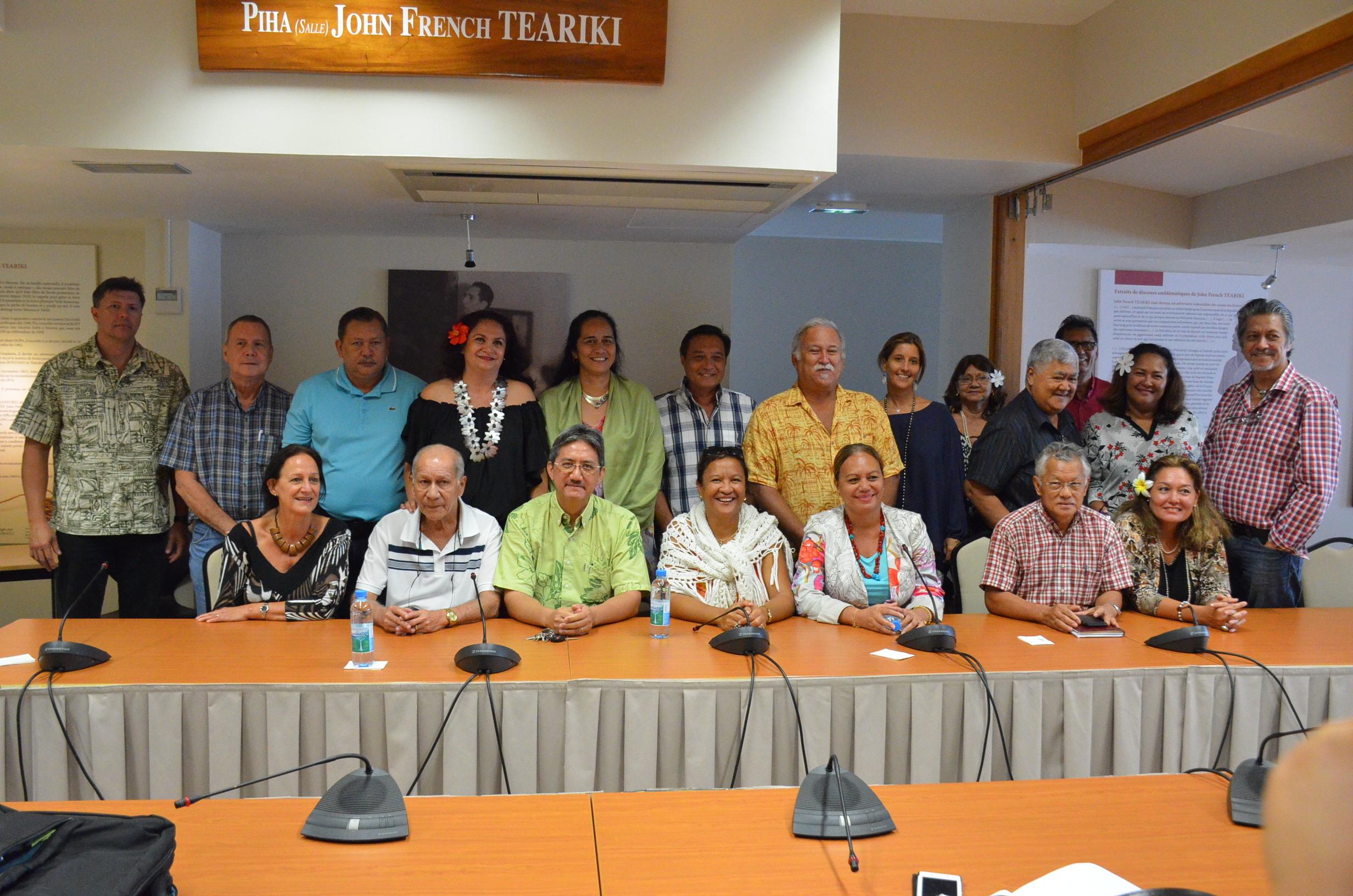 Le 2 septembre, les 24 représentants Tapura et ATP avaient annoncé la création d'un nouveau parti politique pour soutenir Edouard Fritch.