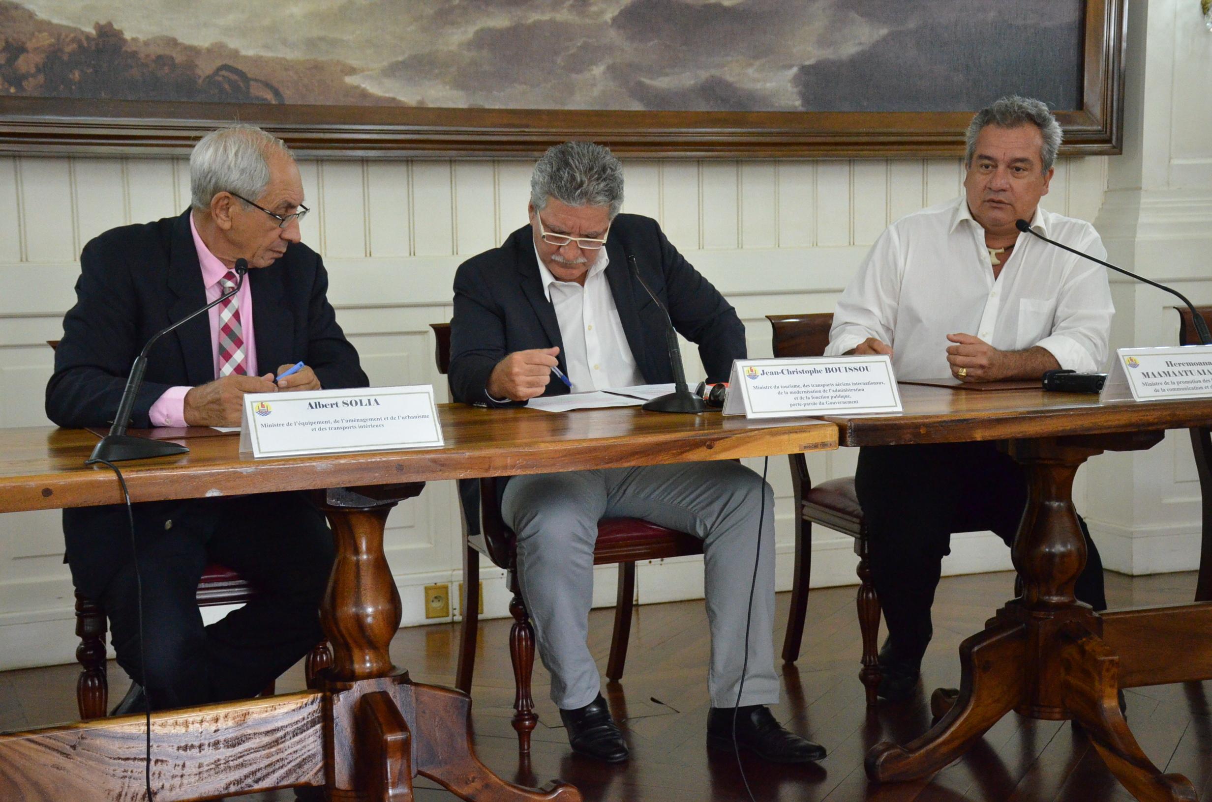 """Les ministres de l'Equipement et de l'Environnement ont confirmé la mise en place de comités de suivis communaux des travaux de curage et d'aménagement des rivières de l'île de Tahiti. Albert Solia annonce que les services de son ministère travaillent actuellement à la rédaction d'un """"code de bonne conduite"""" à l'attention des professionnels."""