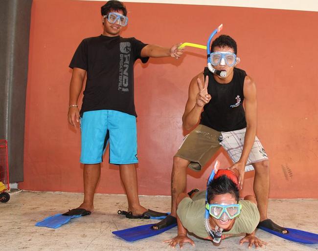 Les jeunes de Taunoa en plein entraînement mardi soir pour ces Jeux Intervilles. L'esprit sportif de ces jeux se déroule aussi dans la bonne humeur.