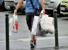 Interdiction des sacs plastiques: décret imminent, les stocks ne seront pas distribués