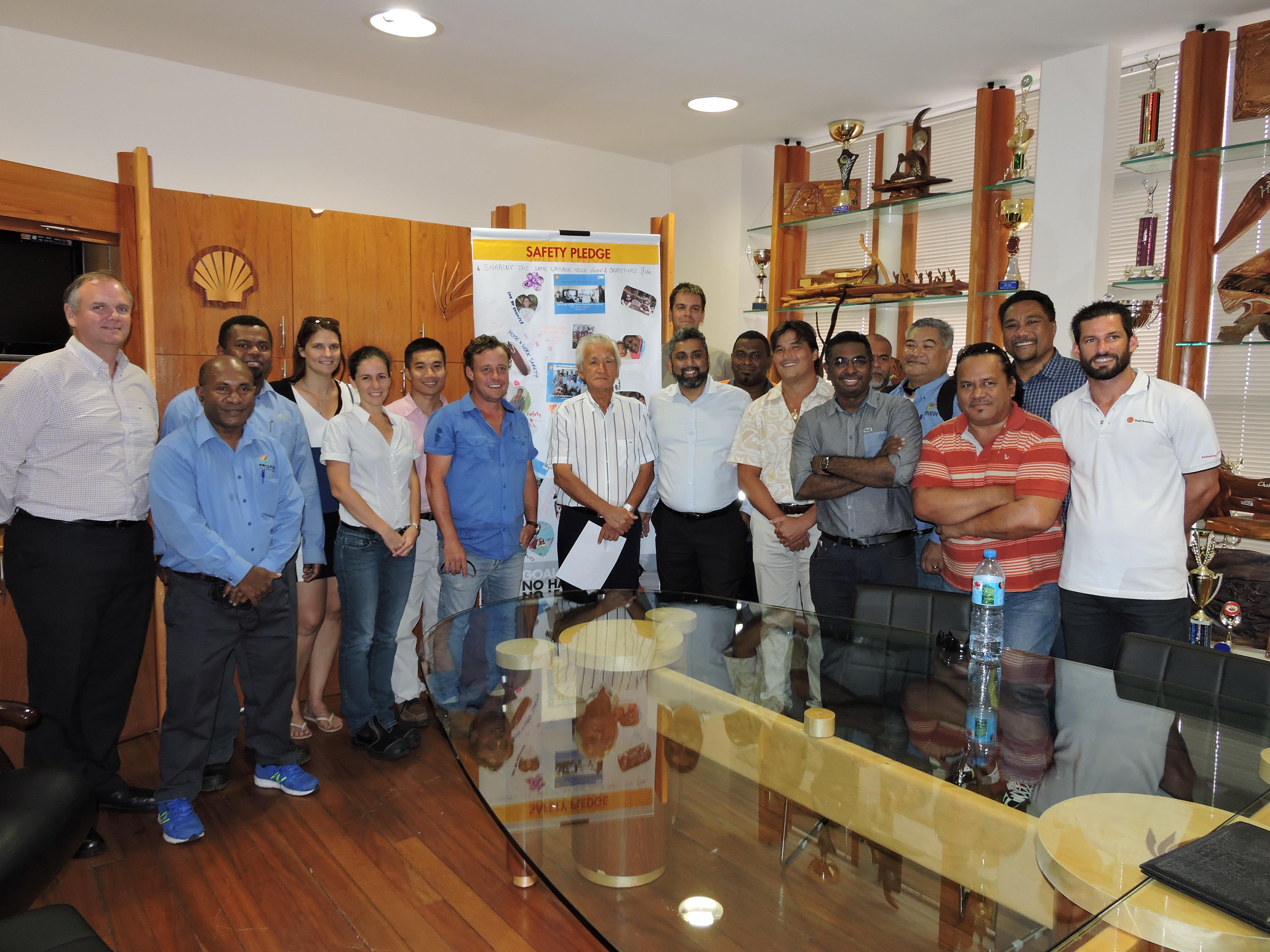 Les responsables sécurité des onze Pays du Pacifique et les formateurs de Shell venus de Malaisie réunis autour d'Albert Moux