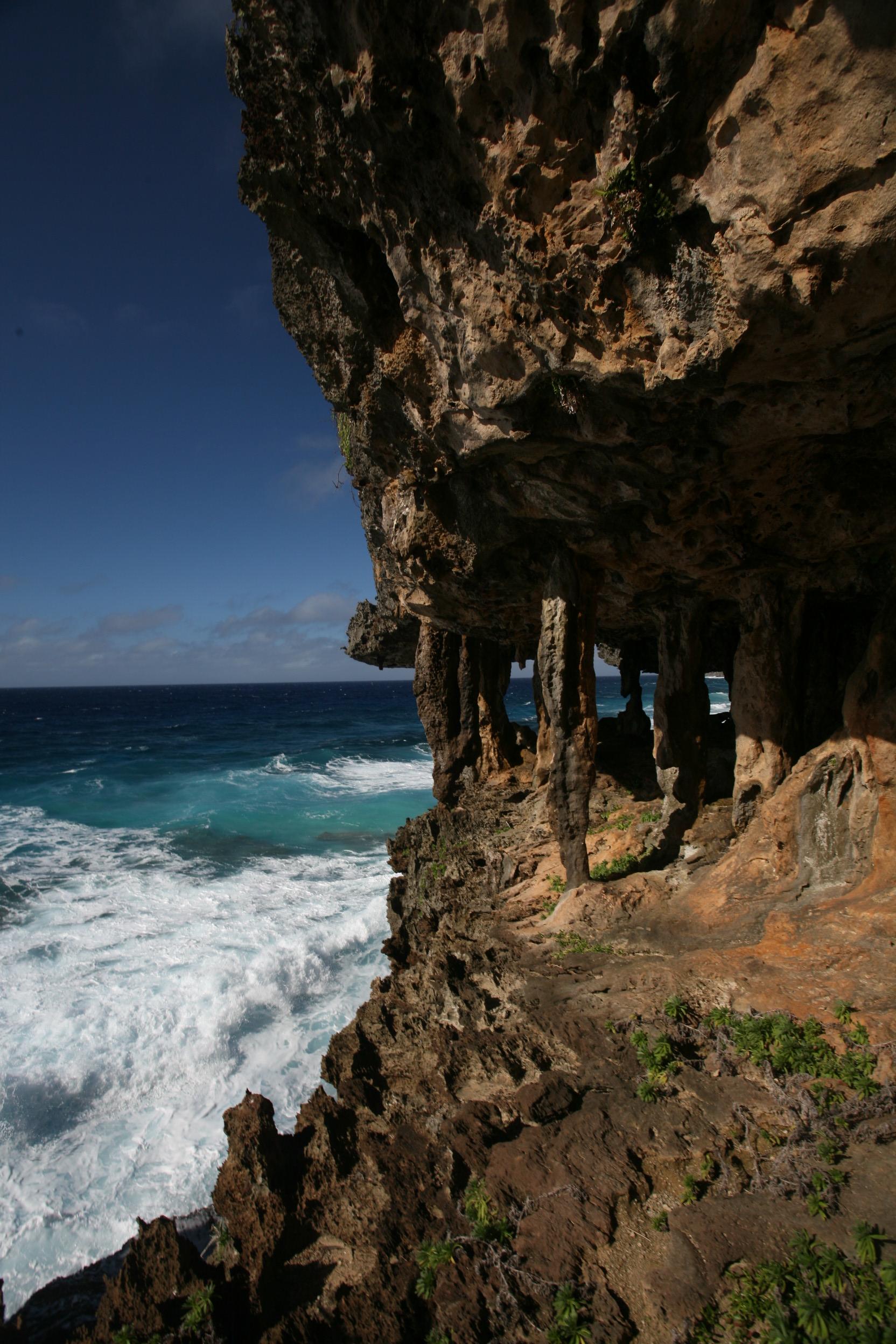 """Carnet de voyage aux Australes: """"Rurutu entre roc, mer et ciel"""""""