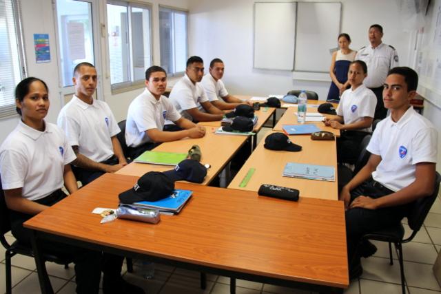 Les cadets ne sont pas formés qu'à leur futur métier de policier, des professeurs de l'Education nationale se chargent aussi de leur remise à niveau scolaire.