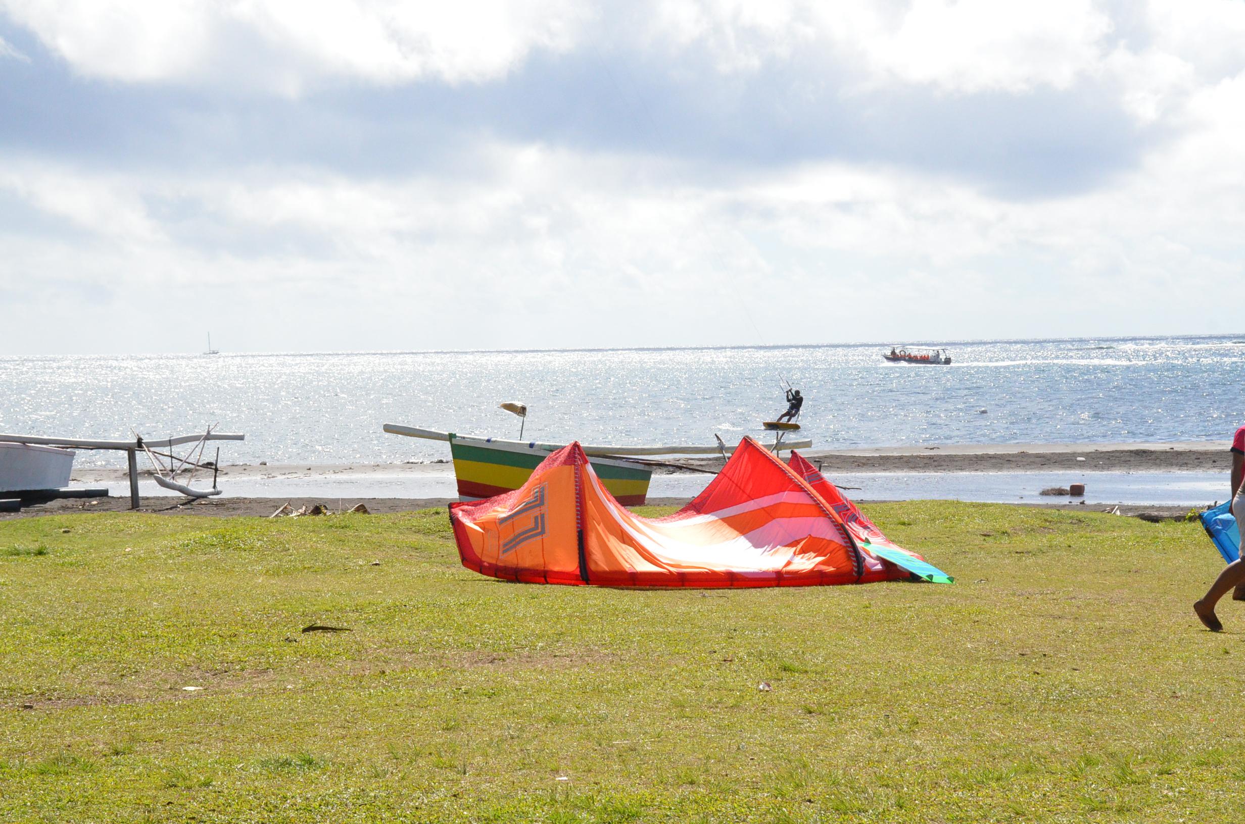 """Au 15 septembre, """"malgré des demandes répétées"""", l'association Moorea Kitesurf n'a pas été reçue par Evans Haumani  (En photo, le spot de Motu Martin à Tahiti)"""