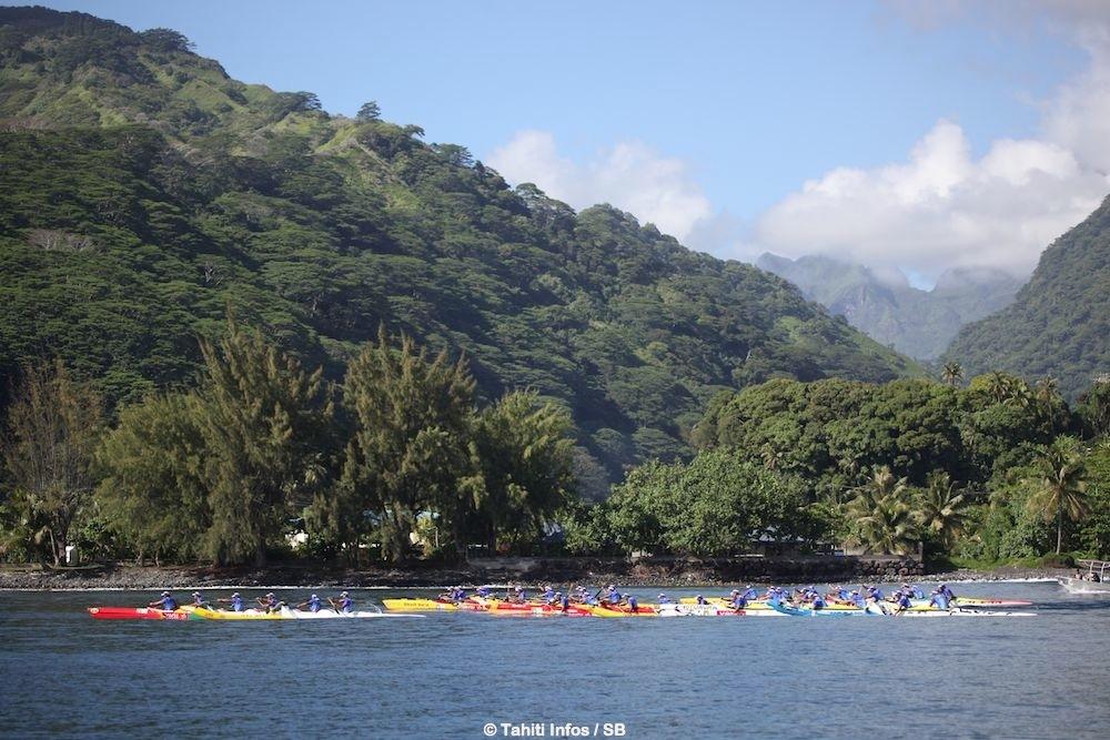 Devant Papenoo le centre de l'île était visible