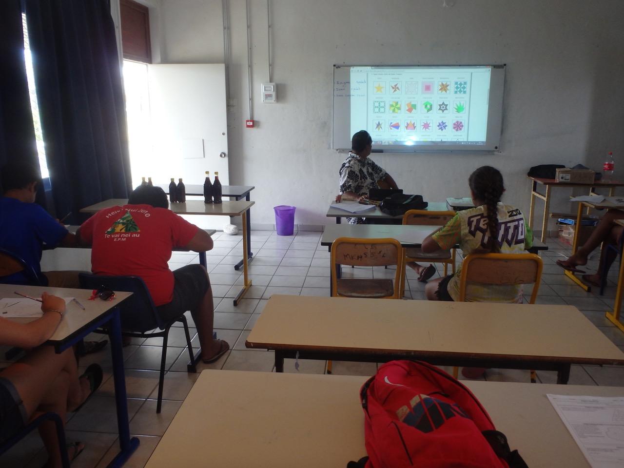 Puisqu'ils sont dans l'enceinte de l'école, des cours de maths leur étaient aussi proposés afin de les aider, là où ils ont plus de difficultés.