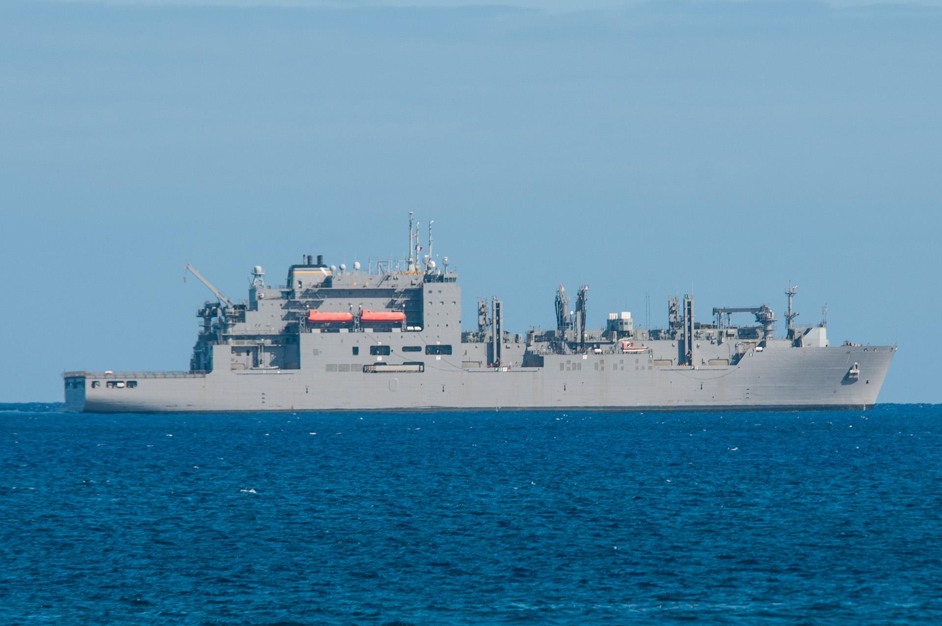 Le pétrolier ravitailleur de l'US Navy, Lewis and Clark sera visible au large des côtes de Tahiti durant toute la semaine.
