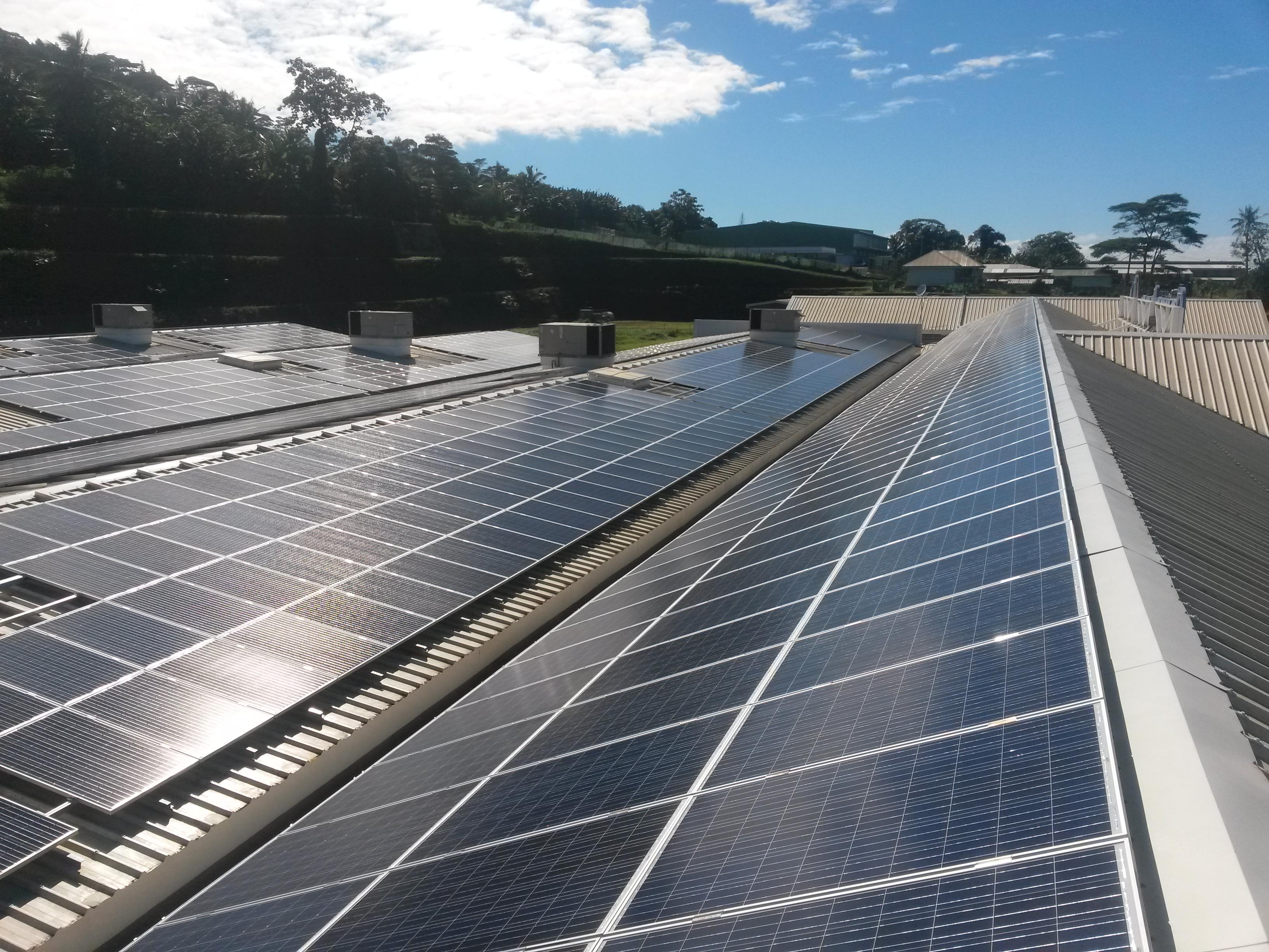 En juin dernier, les demandes d'autorisation d'installer des centrales photovoltaïques de grosses capacités ont été toutes refusées à la société Eco Energy. Cette dernière exploite pourtant depuis des années, une centrale solaire sur l'hypermarché de Punaauia.