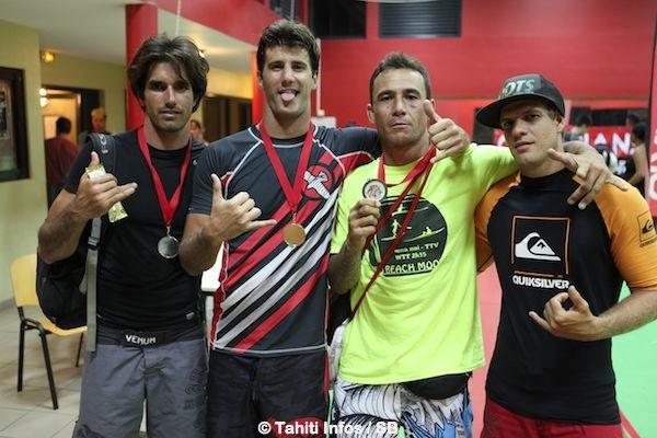 Le team de Moorea autour du champion Jonathan Biarez
