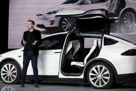 Tesla dévoile son 4x4 Model X après deux ans de retard